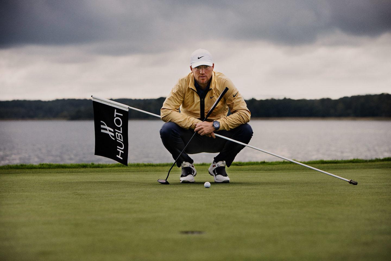 Fotograf bilder Alex Noren under fotografering på golfbana för Hublot