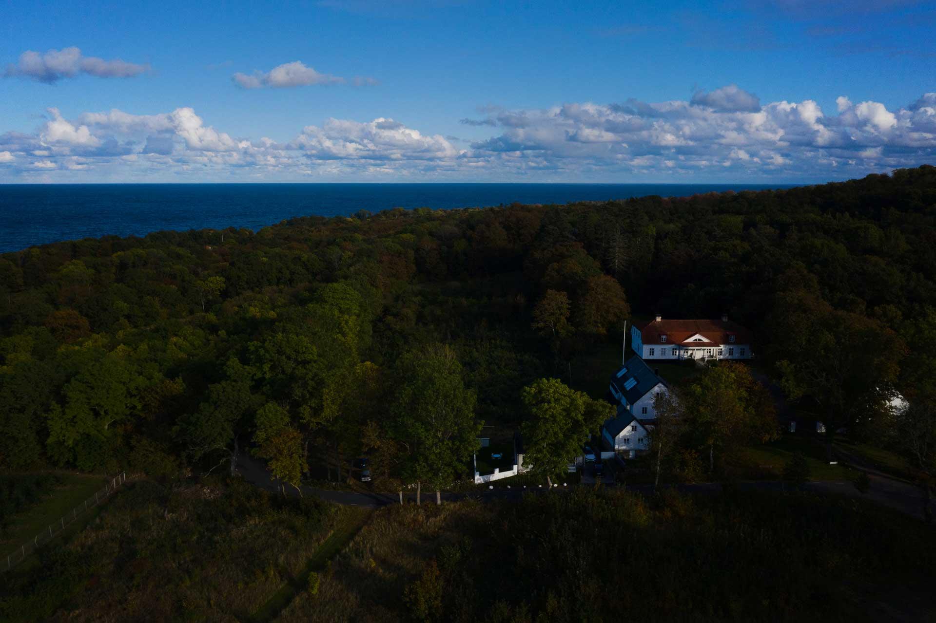 drönarpilot  Drönarbild över Kiviksgård i Skåne