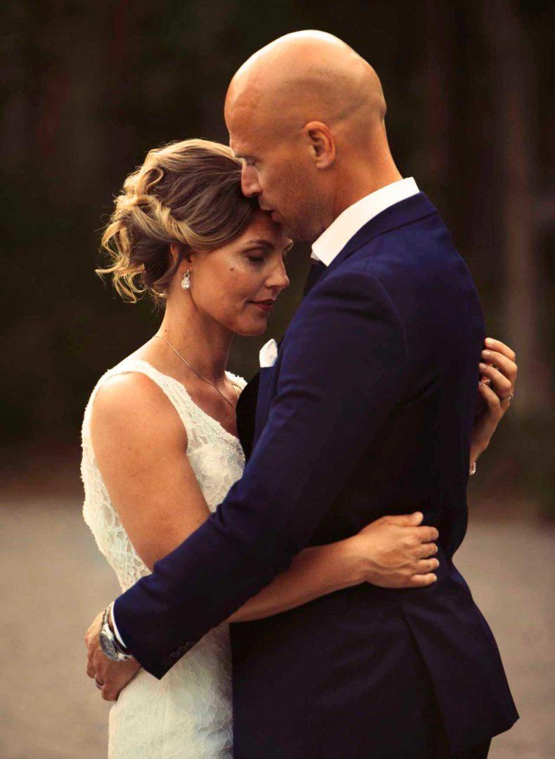 Bröllopsfotografering bröllopet Västeråsfotograf Helen Shippey brudpar bröllopsfotograf västerås bröllopsfoto