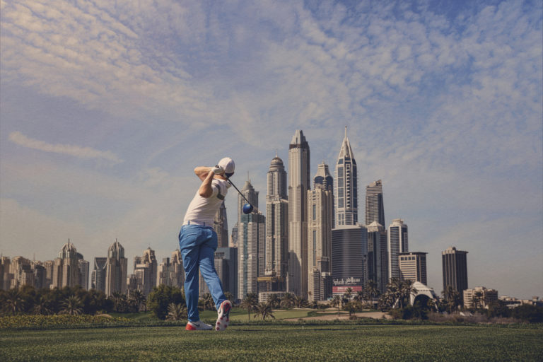 Helen Shippey fotograferar golfproffset Rory McIlroy i Dubai