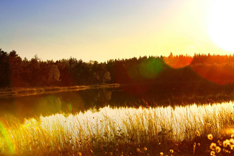 skapa intressanta bilder Bilder solnedgång över en svensk sjö